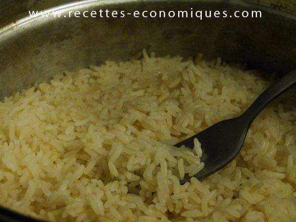 Voici une méthode pour obtenir un super riz à la cocotte minute. Une recette facile, rapide et inratable, les grains de riz sont parfaits, la cuisson est top! venez jeter un oeil à mon blog : http://www.recettes-economiques.com/recettes/du-riz-extra-bon-la-cocotte-minute/ #riz