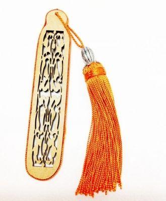 Bijoux de sac, porte clé et marque page création artisanale en soie orange.