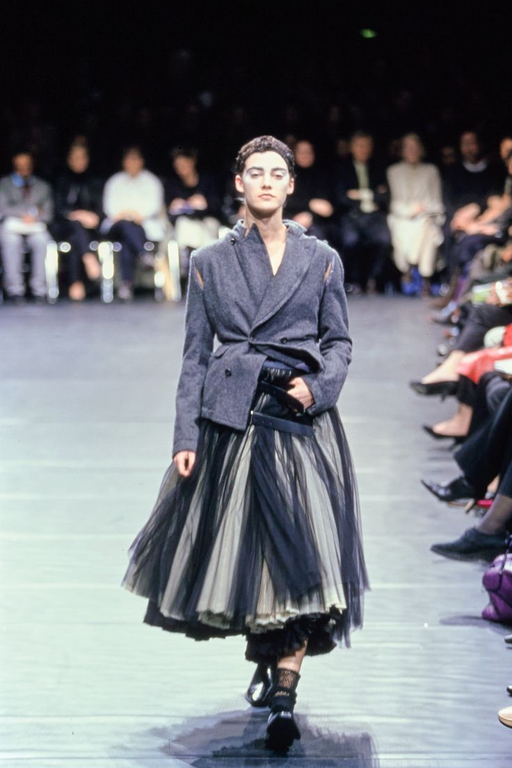 Comme des Garçons Fall 2000 Ready-to-Wear Fashion Show - Mia Hessner