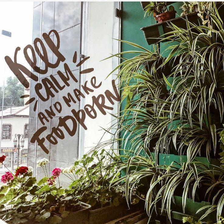 ✨просто одно из самых любимых мест на Ленинградке, �� где можно посидеть на диванчике,редактируя фотографии���� или же понаблюдать за вечно бегущим куда-то народом. Можно просто посидеть, покушать�� попить чай/кофе одной  и рассуждать,строить планы на грядущие выходные ���� ✨ #322vladimir228  #vscocam #vsco #impressive #photooftheday #mood #student #flower #food #hot #green #blog #instagood #instaquote #instalike #likeit #l4l #vscolike…