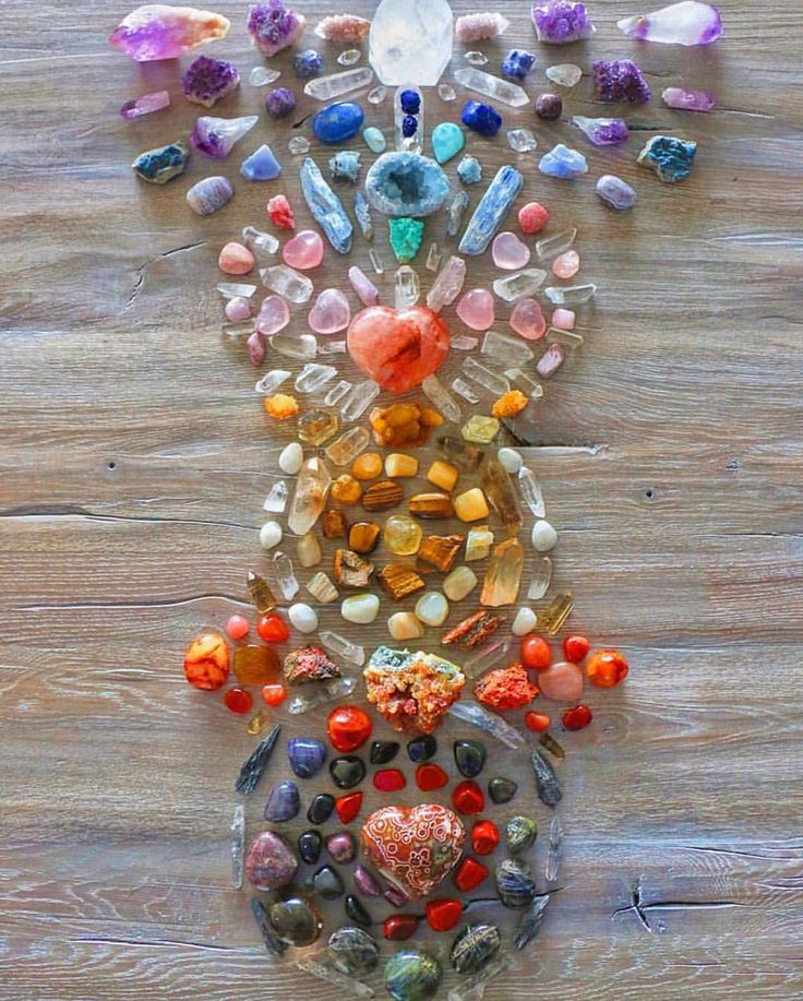 Chakra balancing crystal grid // via @silvermoongoddess / Sacred Spaces <3