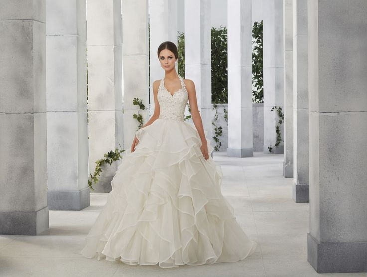 FIORETTA Koronkowy gorset sukni ślubnej Madeline Gardner Spódnica z organzy o kroju PRINCESS z falbanami, dodającą sukni nietuzinkowego stylu. Dekolt …