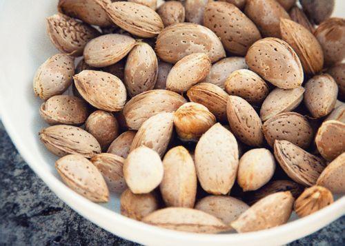 Uno studio pubblicato sulla rivista Journal of Obesity, tra le piu' autorevoli in America, dimostra come le mandorle possano essere utili per #perderepeso.   http://pastigliedimagranti.com/perdere-peso-mandorle/