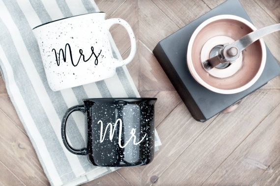 M. & Mme campfire tasse ensemble. Mugs en céramique feu de
