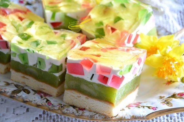 Lekkie, nie za słodkie, wręcz orzeźwiające ciacho w pozytywnych kolorach :)) biszkopt: 4 jaja 4 łyżki cukru 4 łyżk...