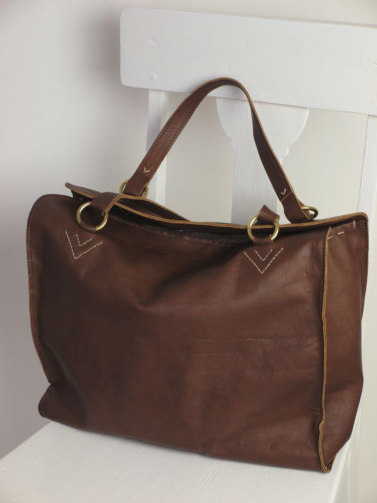 Ella är klassisk, elegant och praktisk, helt enkelt en fantastisk väska i vardagen. | Ella is classic, elegant and practical. A fantastic everyday handbag.