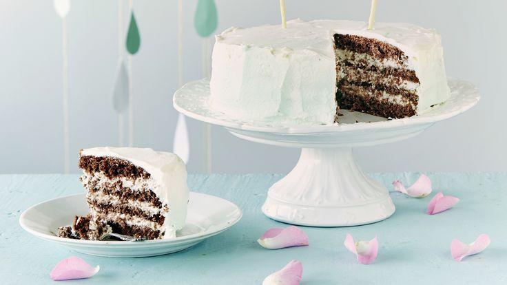 Liukuvärjätty mintunvihreä pätkiskakku maistuu suklaalta ja mintulta. Saat kakusta korkean, kun valmistat sen pieneen irtopohjavuokaan. Tämäkin resepti vain n. 0,45€/annos*.