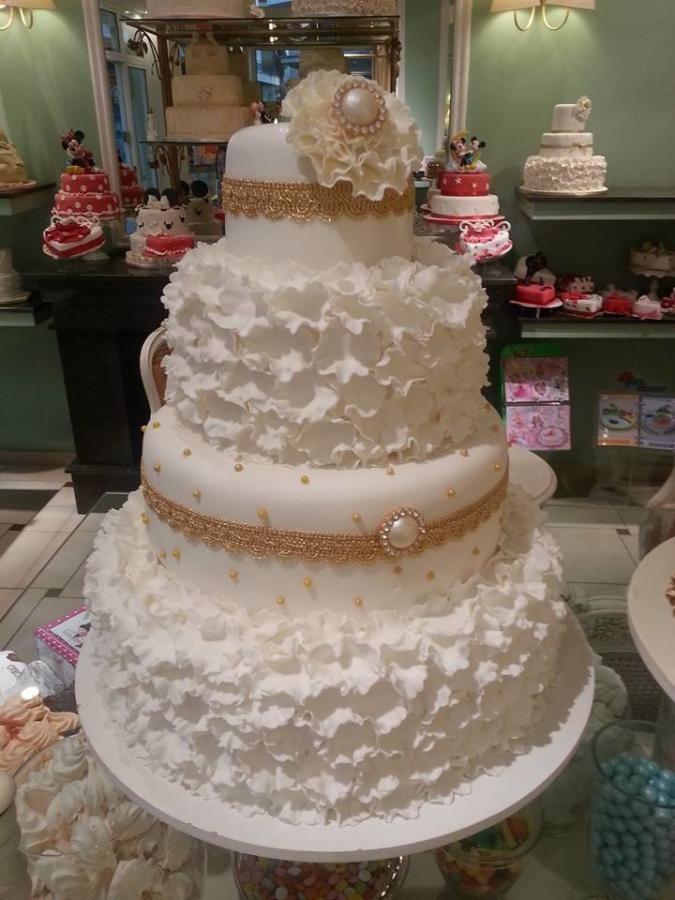white and gold wedding cake - Cake by Christina Papadopoulou