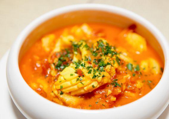 Рыбный суп из консервированной лососи