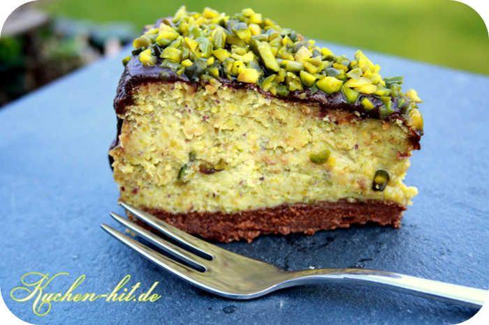 Pistazienkuchen Rezept - ein Käsekuchen mit einer herrlich grünen Farbe und einem sagenhafen cremigen Geschmack umhüllt von einem Mantel aus Schokolade.