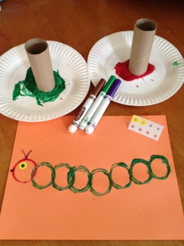 Caterpillar craft with toilet paper rolls and paint