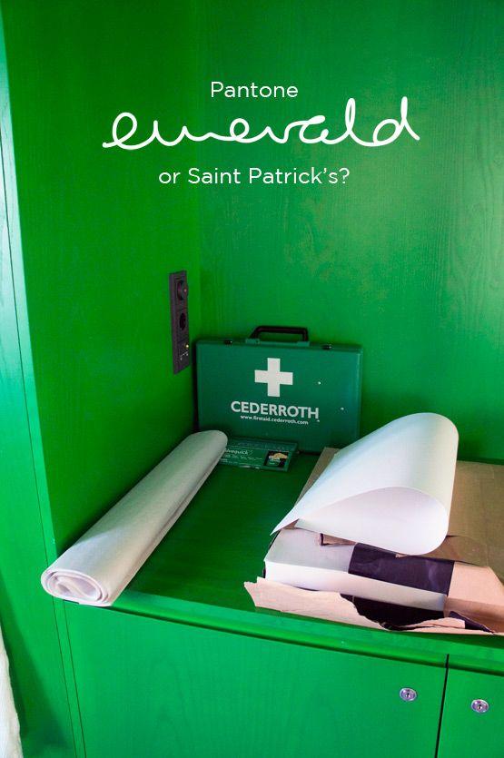 JOELIX.com - Pantone Emerald or Saint Patrick's?  http://www.joelix.com/Pantone-Emerald-or-Saint-Patricks  #green #interior #workshop