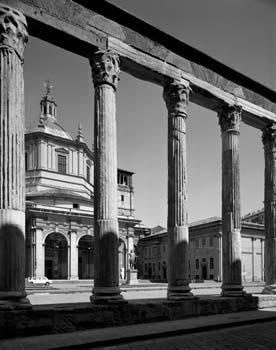 Milan, colonne di San Lorenzo | ph. Gabriele Basilico