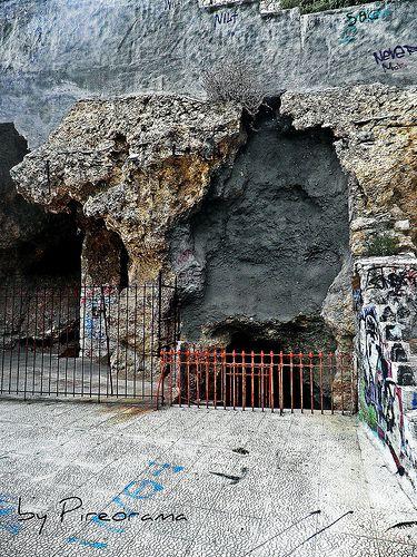 Pireorama ιστορίας και πολιτισμού: Στην Σπηλιά του Παρασκευά