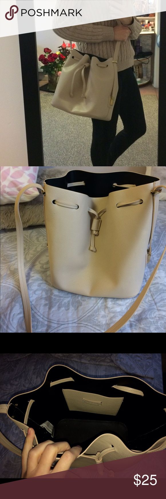 Forever 21 cream shoulder bag Spacious bag, very stylish. Worn once in excellent condition! Forever 21 Bags