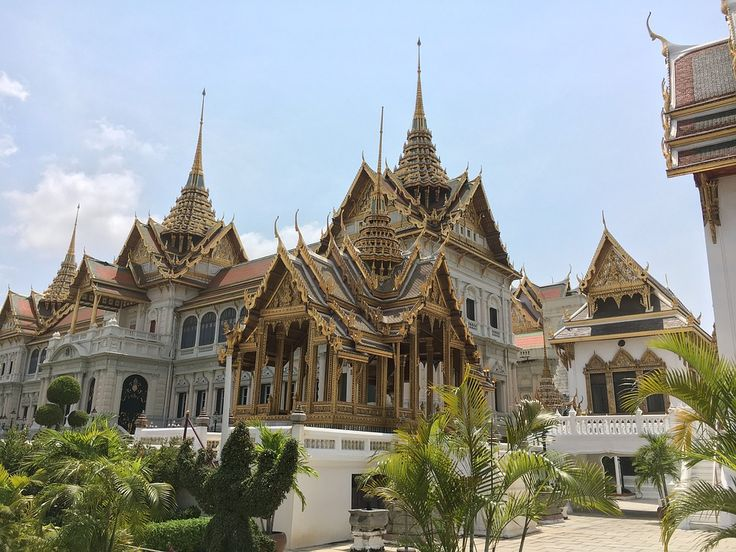 The stunning architecture here makes the Golden Palace in Bangkok that has been the official residence of Kings of Siam (later Thailand) since 1782.