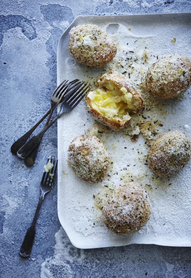 Patatas con Costra de Sal y Romero / Salt and Rosemary Crusted Potatoes
