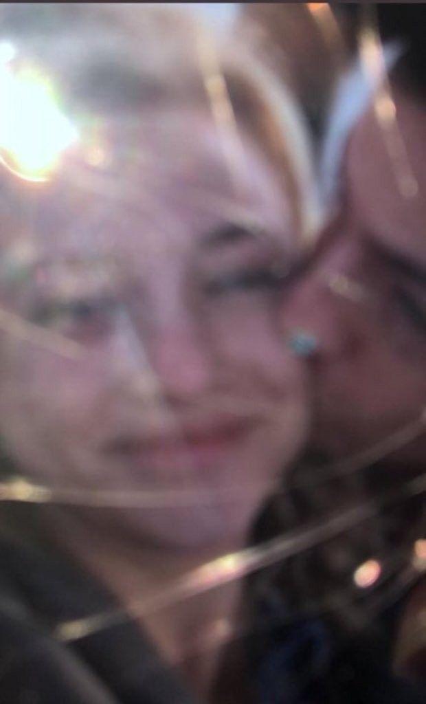 Sprousehart Kiss On Cheek Cole Sprouse Lili Reinhart Cheek Kiss