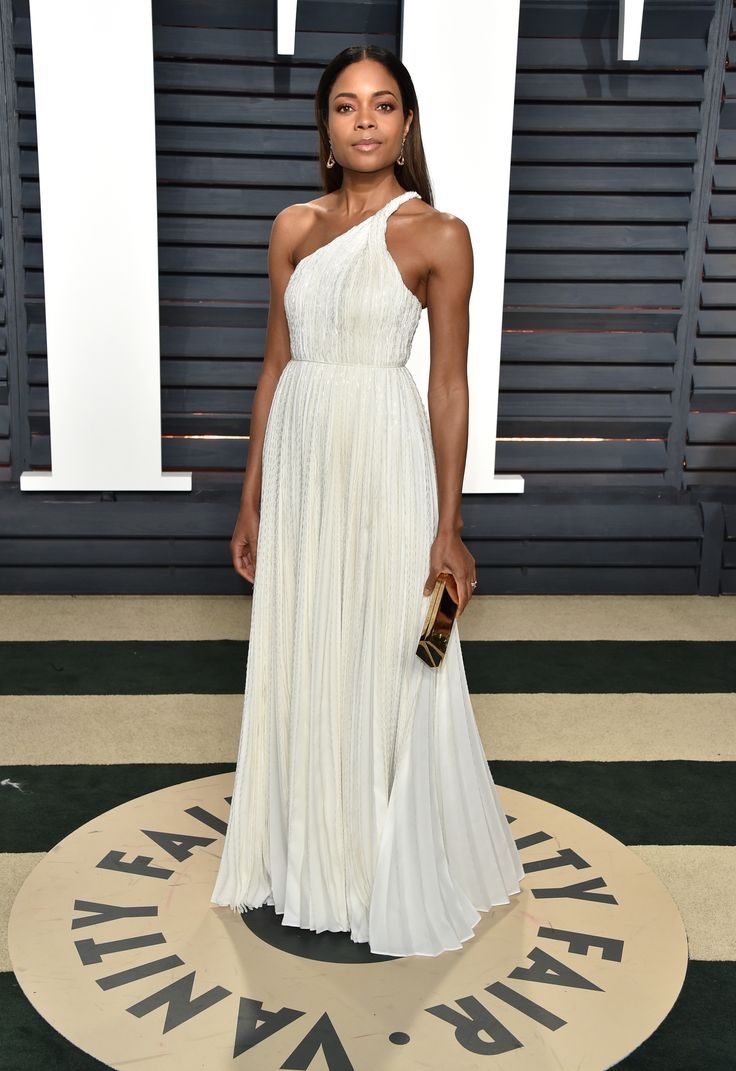 Naomi Harris in Bulgari Diva's Dream high jewellery earrings. See the best jewellery moments on the red carpet of the Vanity Fair After Oscars Party 2017 worn by all the celebrity stars in high fashion and luxury: http://www.thejewelleryeditor.com/jewellery/top-5/top-5-jewels-vanity-fair-oscar-party/ #jewelry