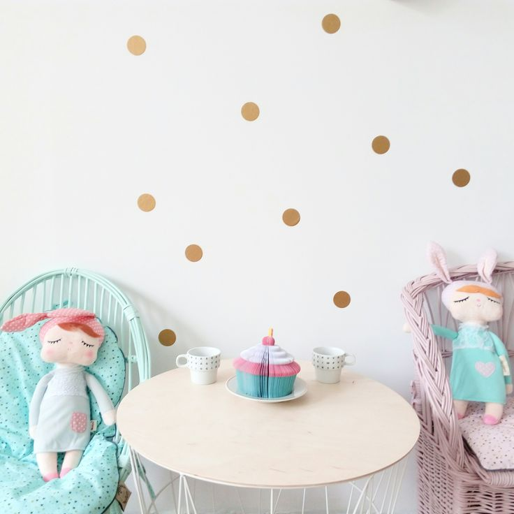 5 o'clock tea with babydolls and our wallstickers  gold set.   Avaible on dekornik.pl
