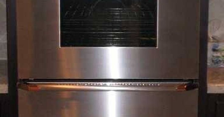 Tipos de hornos para cocinas. Como regla general, cuanto más grande sea el horno, más caro será. Hay varios tipos de hornos de cocina disponibles que varían en apariencia y función. Los tipos comunes incluyen de electricidad, gas, armarios empotrados, dobles y los hornos de microondas. Hay varias opciones disponibles para adaptarse a todos los presupuestos y necesidades.