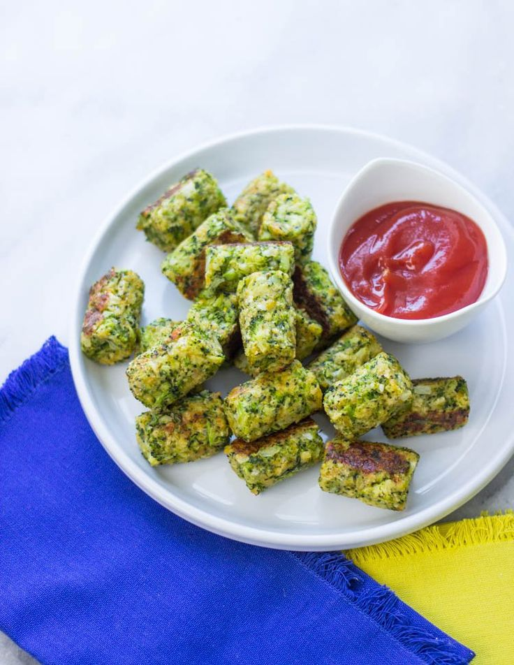 Healthy Baked Broccoli Tots are the perfect low-fat snack! #GimmeDelicious #Skinny