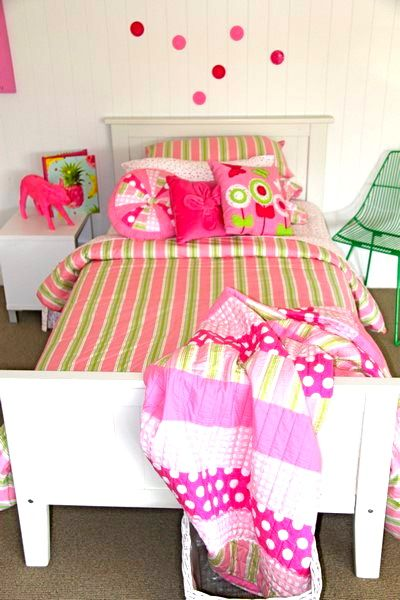 Bright, fun, all pink & lime, this Patersonrose Emma bedroom is divine! #patersonrose #girlslinen #girlsrooms #girlsbedroomdecor #kidsduvet #kidsdecor #childrensbedrooms #emma #girlsduvet