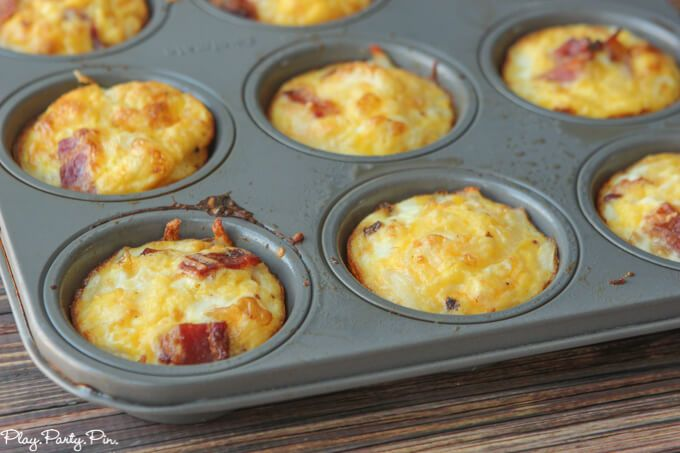 These bacon and egg breakfast muffins with a hash brown crust are a great quick and easy breakfast recipe that you can make on Sunday and heat up all week long!