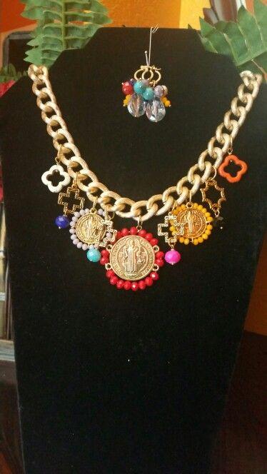 Collar de medallones de San Benito,y aretes
