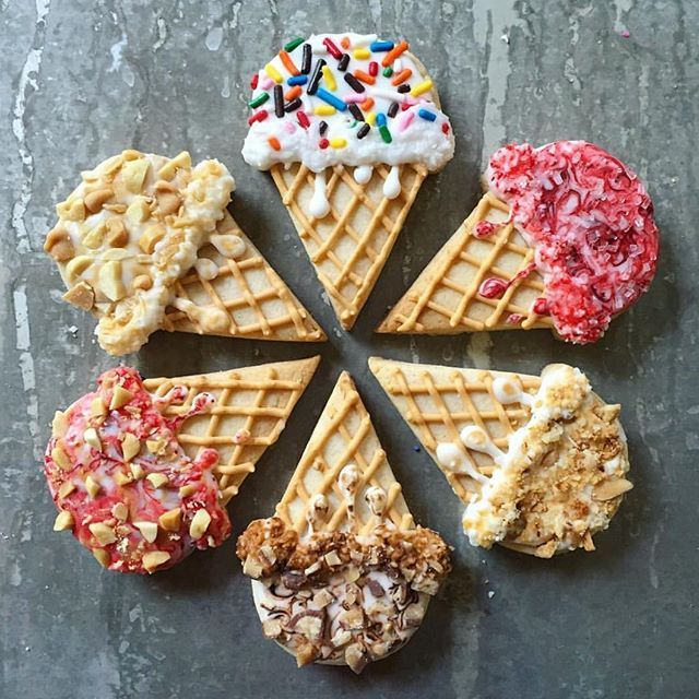 Incredible ice cream cookies! Flavor line-up: peanut butter swirl with salted peanut topping, PB&J with salted peanut topping, and raspberry swirl   @lucky_bites [CookieCutterKingdom Ice Cream Cone Cutter] #cookiecutterkingdom