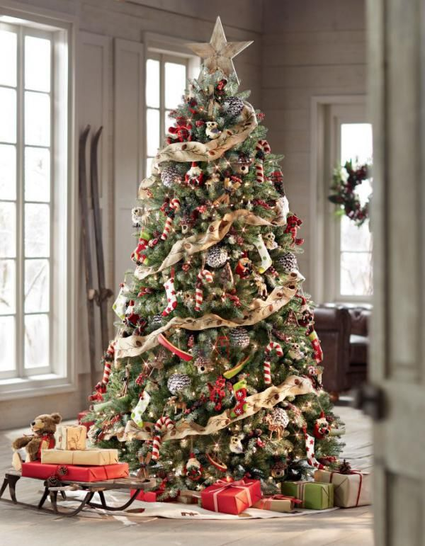 A classic gold inspired Christmas tree. This design is perfect when you are going for the rustic look with layers of ornaments hugging the tree. It definitely makes the tree look thick, well arranged and grand.