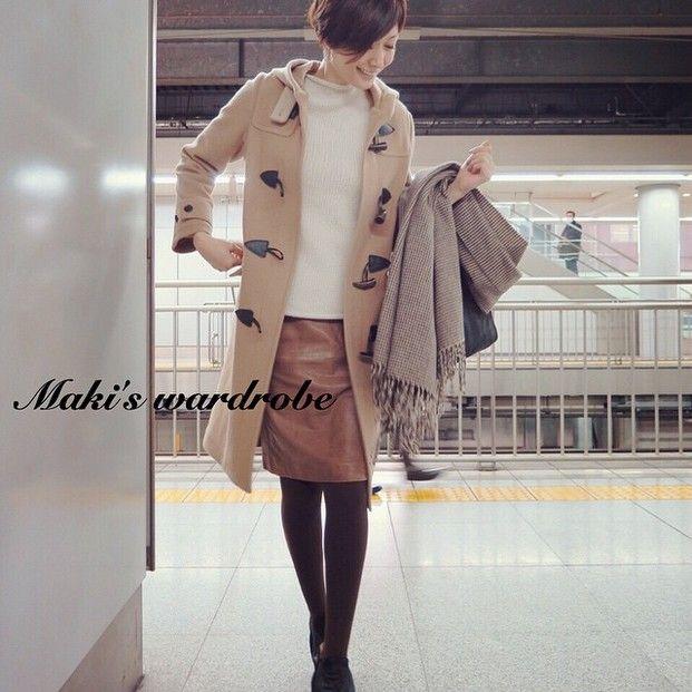 レザーのタイトスカートもダッフルを合わせれば、コンサバになり過ぎず着こなせる。