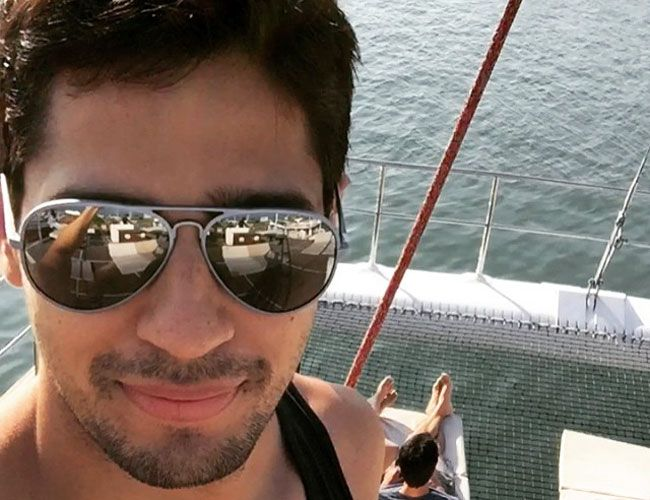 Sidharth Malhotra tweets #selfie while enjoying a family holiday. #Bollywood #Fashion #Style #Handsome #Instagram