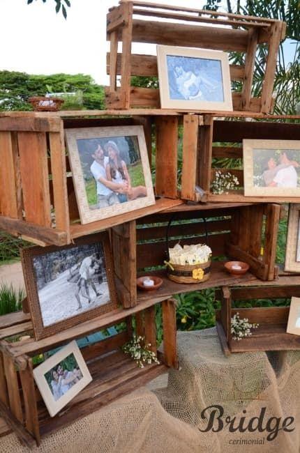 Olá noivinhaass!! O que vcs acham de decoração p/ casamentos rústicos com pallets e caixotes de madeira? Vi umas idéias na net e me apaixonei.. com certeza irei fazer no meu.