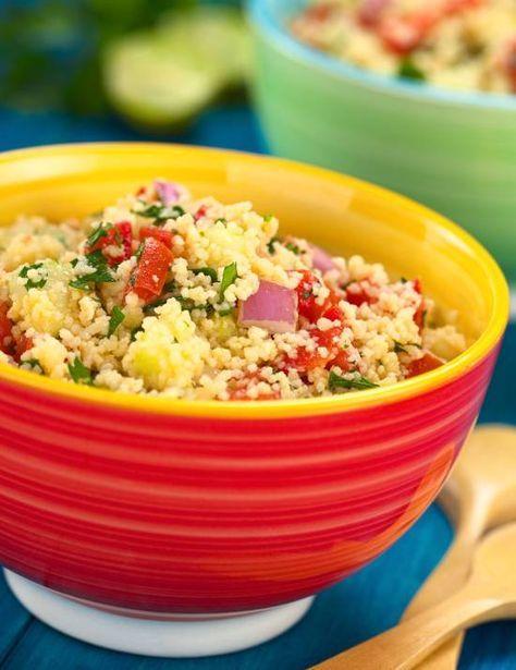 Ci divertiamo con qualche ricetta classica per un pranzo leggero e fresco: le insalate di riso, di couscous e di pasta. Molti non amano le insalate di pasta, ma io le trovo versatili. Perché possono essere mangiare fredde, ma anche tiepide, e soprattutto distolgono l'attenzione dal solito riso in bianco.  Indipendentemente dal gusto personale, sia il riso che la pasta vanno cotti in acqua salata e scolati un po' al dente, e poi raffreddati sotto l'acqua fredda per bloccarne la cot...