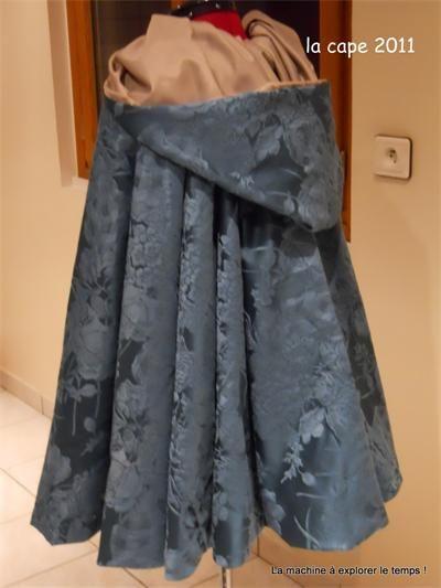 Comment faire une cape à capuche ?     J'ai réalisé cette cape dans un tissu que l'on m'a offert déjà en forme d'un demi ovale, c'est en posant le tissu sur mon mannequin que l'idée m'est venue de le transformer en cape à capuche sans rien découper.