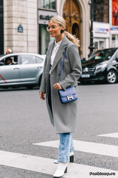 Long checkered coat + white boots via Paris Fashion Week весна-лето 2018 -  street style b3915d09ed8