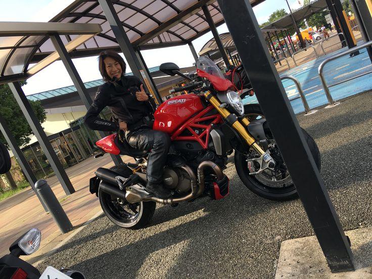 大型ドカに乗った気分♡。  バイク女子 マテリカセブン