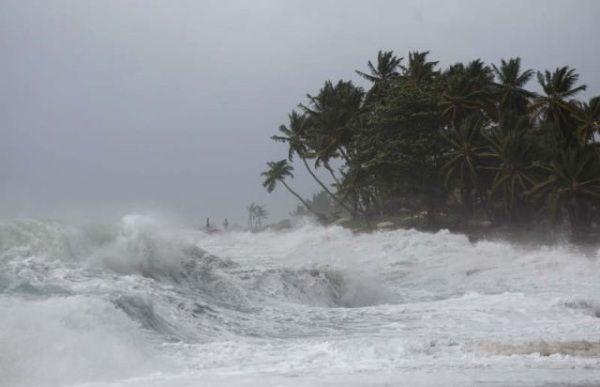 La Oficina Nacional de Meteorología, mantiene el Aviso por posibles inundaciones costeras a los residentes en zonas bajas en la costa Atlántica. Además, recomienda a los operadores de frágiles, pequeñas y medianas embarcaciones en la costa Atlántica, permanecer en puerto debido al viento y olas anormales que se están generando producido por la baja presión…