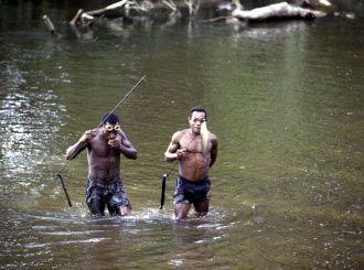 Belajar berburu Ikan menggunakan Kaca mata kedap air (goggles)