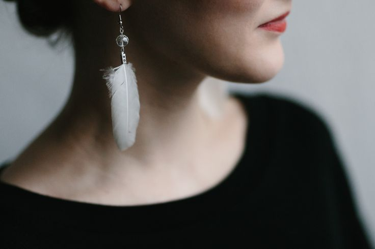 EARRINGS by Vuonue ja Viipsinpuu.  #earrings #feathers #weecos #vuonuejaviipsinpuu  www.weecos.com/fi/stores/vuonue-ja-viipsinpuu