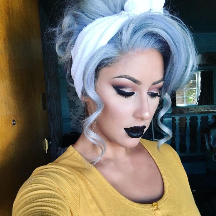 """#VIBEZ  Wearing @anastasiabeverlyhills Midnight lipstick & @freedomcouture hair """