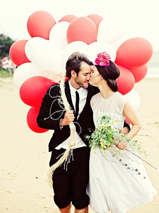Balloons in pre-wedding photo