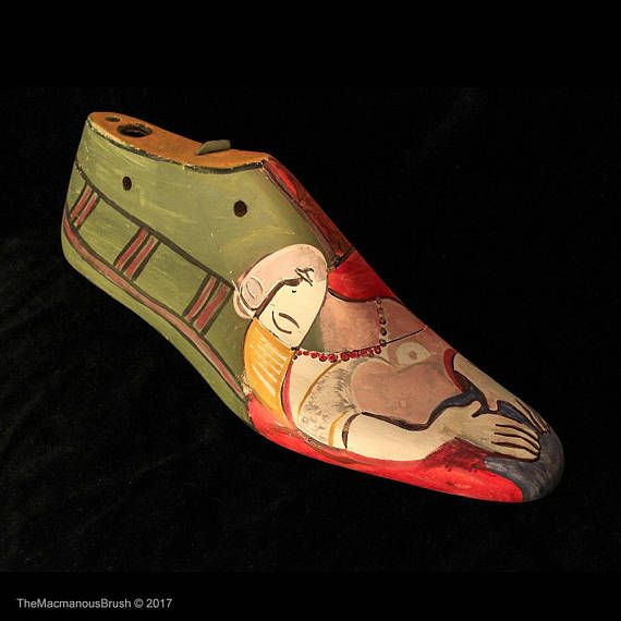 Painted shoe stretcher with egg tempera Picasso inspired book  #shoestretcher #eggtempera #bookstopper #shoemold #picassoinspired #shoelast #handpaintedshoes #woodenshoes #bookends #vintagewoodenshoes #shopwindow #doorstop #rusticdecor