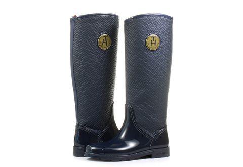 Dámske vysoké čižmy značky Tommy Hilfiger sú vhodné do upršaného počasia. Model sa vyznačuje kombináciou gumy a textilu.