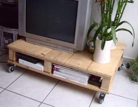 Ein TV Tisch aus alten Paletten