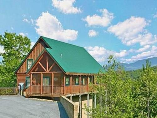 Lance's Loft Pigeon Forge (Tennessee) Featuring a patio with mountain views, Lance's Loft is a holiday home, located in Pigeon Forge. The property is 2.4 km from Dixie Stampede and free private parking is offered.  A dishwasher, an oven and a microwave can be found in the kitchen.