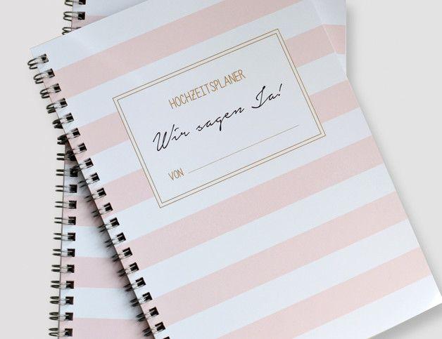 """*Hochzeitsplaner """"WIR SAGEN JA!"""" DIN A5 in Rose Quartz und Gold* *Perfekt geplant zum großen Tag! Countdown ins Glück!* Ruck, zuck zum Planungsprofi! Unser Hochzeitsplaner ist eine wertvolle..."""