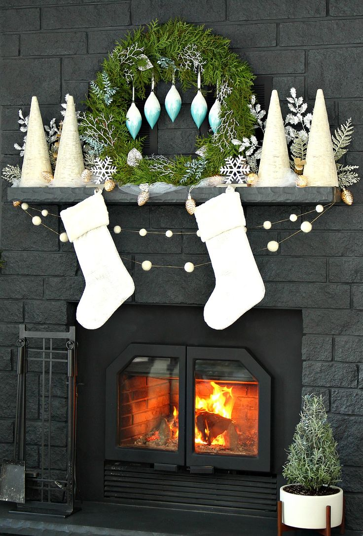 White Wintry Holiday Mantle Decor with DIY Cedar Wreath // How to Style a Narrow Mantle // Tour a Lake House Decorated for the Holidays in a Wintry Blue and White Color Palette // Holiday Decorating Ideas
