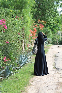 True hijab | Syar'i | from tumblr JILBAB STYLE | lahusnaaa: Looking up   Mombasa 2012